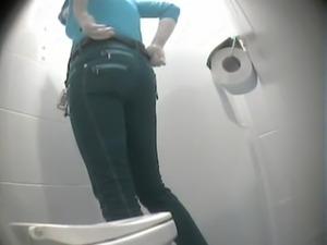 girl shitting on toilet video