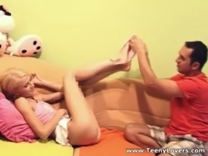 xvideos public pissing teen