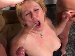 young girl pissing vides