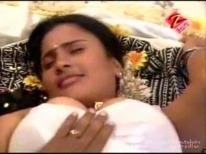 Tamil college girl kissed and boob show mms