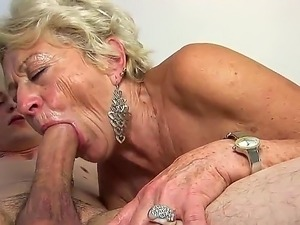 mature muff diving young lesbians