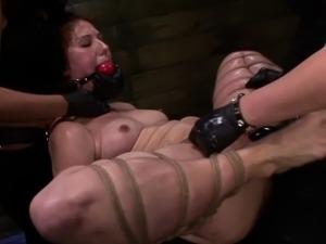 lesbian threesome strapon fucking
