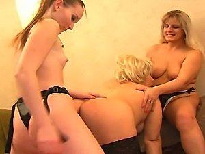 nude mature lesbians