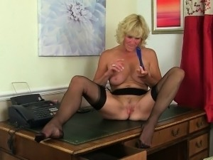 mature sexy secretaries pantyhose