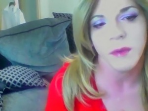 suck crossdressers dick