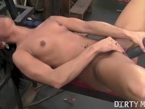 Nude gym girl