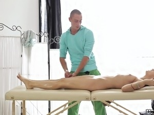 asian girl massage and happen ending