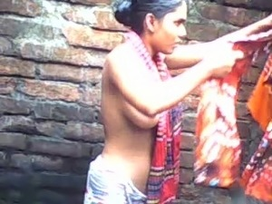 Bangladeshi naked girl