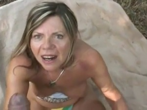 outdoor young pussy