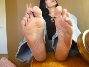 Feet worship lesbians