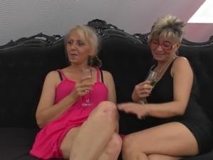 sexy mature lesbian lingeries