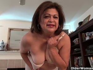hairy cougar sex videos