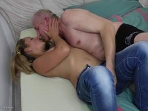 russian old man fuck girl
