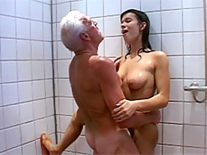 girl videos shower