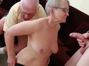 Wife threesome vid
