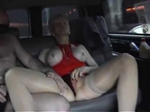 Girls have sex in car
