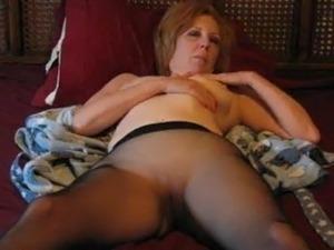mature moms pantyhose movies