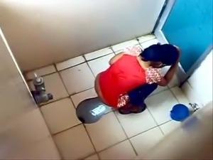 video girls toilet