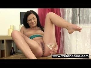 girls desperate pee gallery