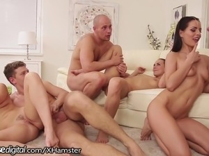 lesbi mature orgies