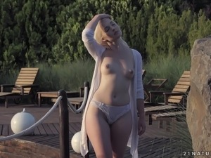 outdoor pussy milf