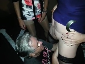 young tiny girls pissing nude pictures