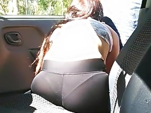 girlfriend giving blowjob in car