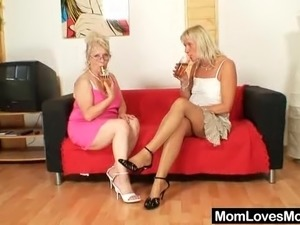 natural blonde pussy pics free