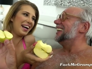 old man eating out young pussy