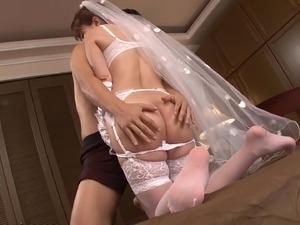 brides fucked by lesbian ffm