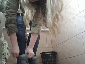 girl pissing video by hien camera