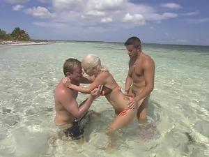 sydney moon threesome video