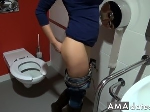 pussy squirt on the toilet